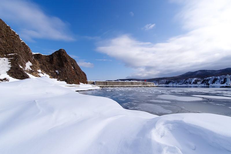 冬のウトロ港