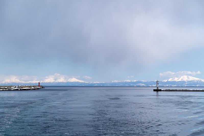 網走港から見た知床連山